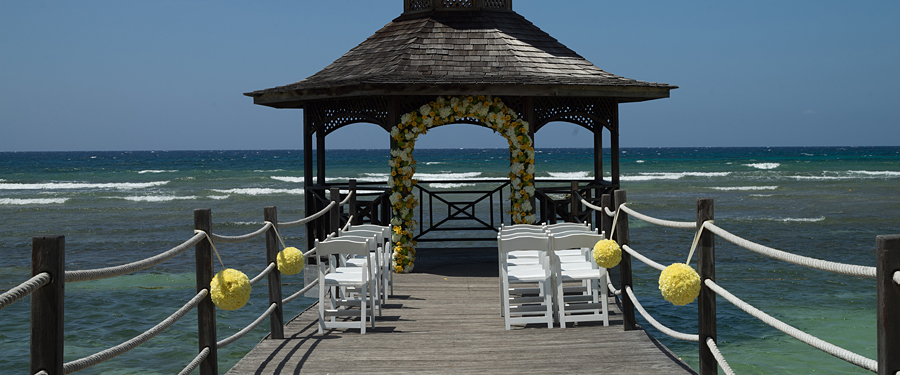 "Holiday Inn Montego Bay Weddings /><div style=""clear: both; padding-top: 20px;""><div class=""weddingOptionItem"" id=""divAnchor4414"" data-popup=""popup_divAnchor4414""><div class=""item_image popup_click"" data-popup=""popup_divAnchor4414"" style=""background-image: url("
