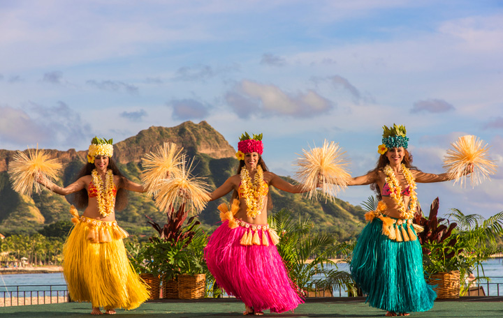 The Royal Hawaiian Luau �Aha'Aina