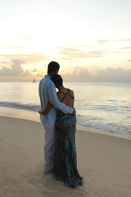 Romantic Getaway � Champagne Amenity & Candlelit Dinner